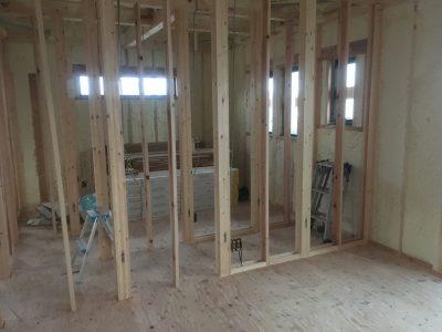 木工事真っ最中!ブラックのガルバのお家